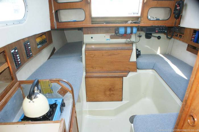 Snapdragon 747 1978 cruising yacht for sale in lymington for Interieur 747
