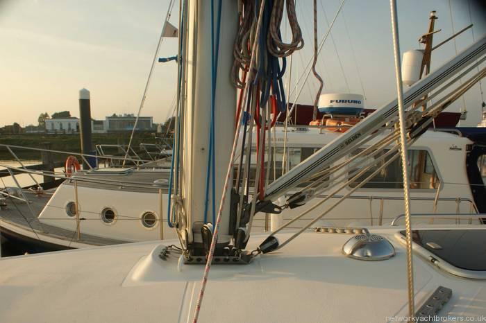 Elan 333 cruiser racer mast