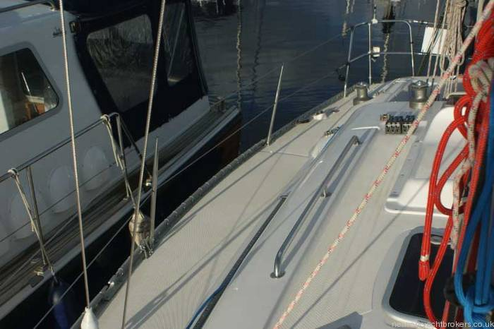 Elan 333 cruiser racer Starboard Deck