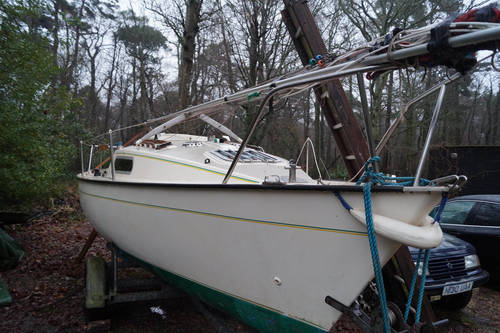 Jaguar 21 lift keel yacht for sale in Lymington