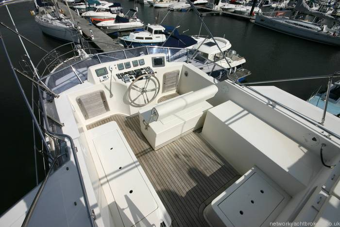 Trader Motor Yacht 9