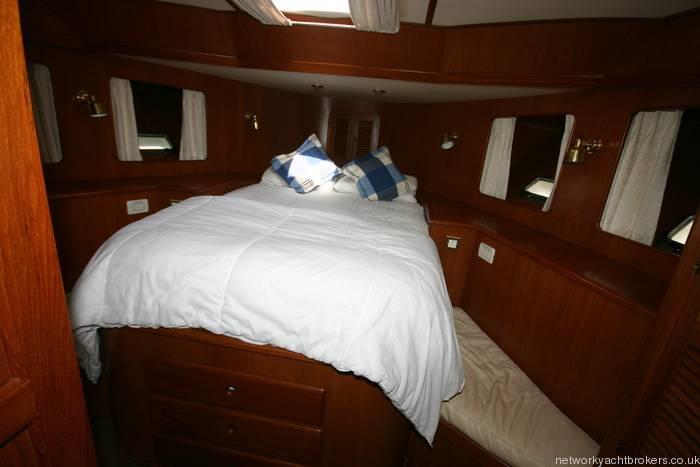 Trader Motor Yacht 10