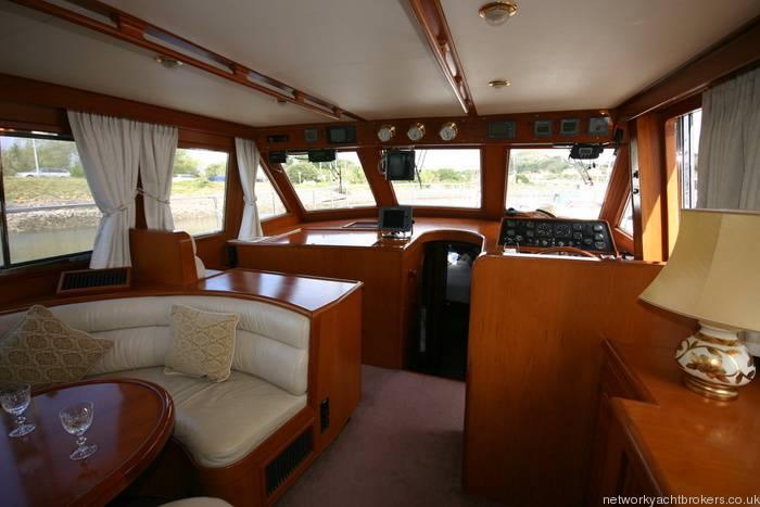 Trader Motor Yacht 12