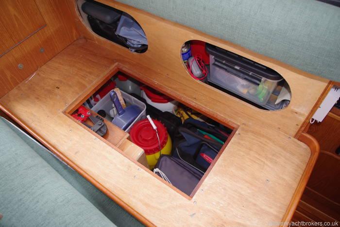 Saloon seating storage