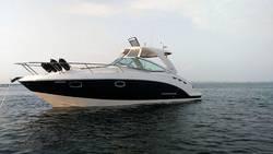 Chaparral_310_Signature_Cruiser