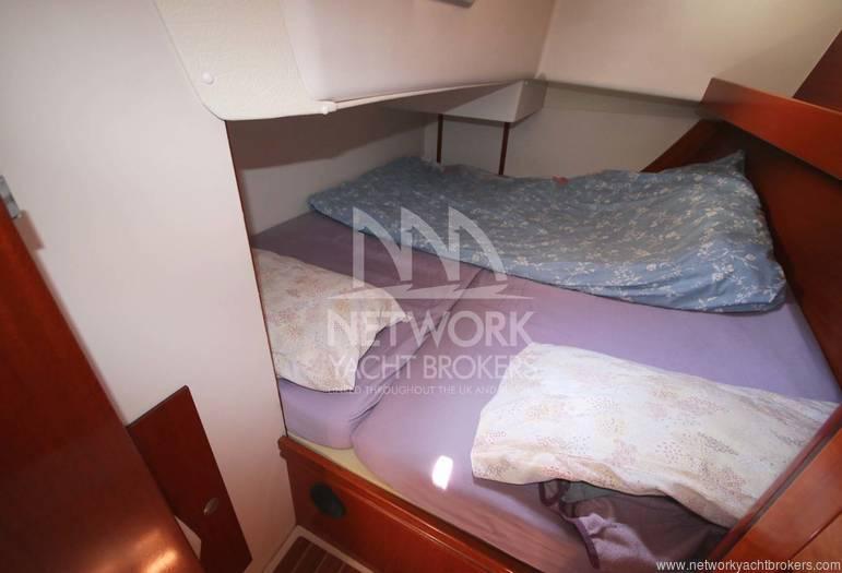 Hans 371 Fwd Cabin