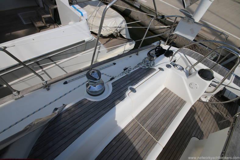 Bavaria 46 Yacht cockpit 3 in the marina