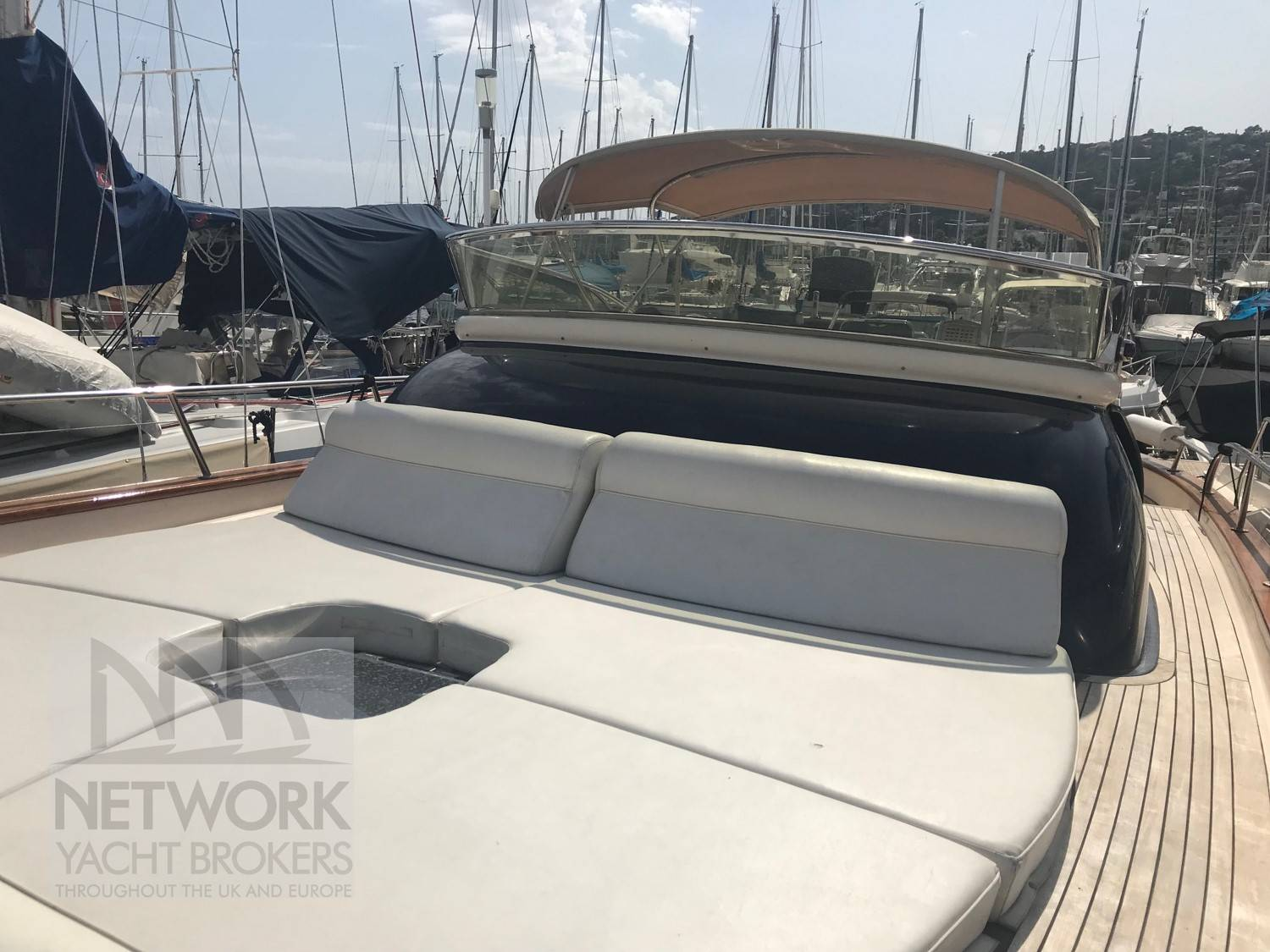 APREAMARE Large sunbathing foredeck