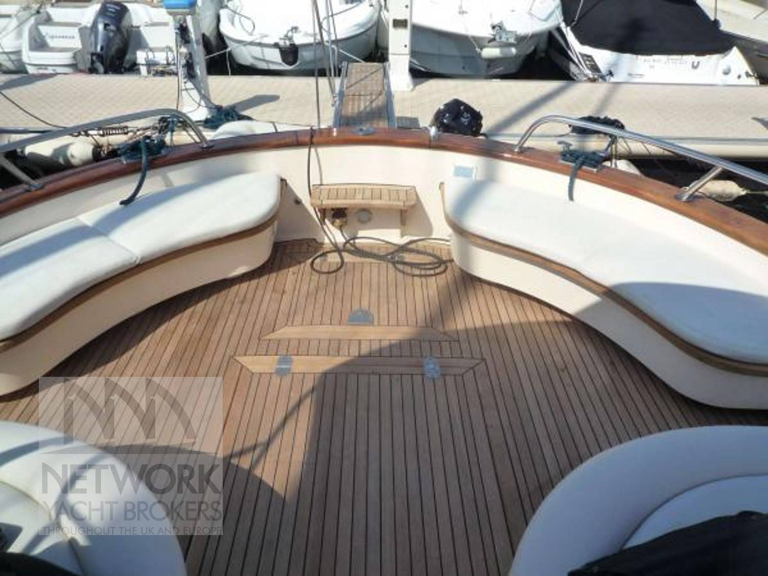 APREAMARE Beautiful warm teak decks
