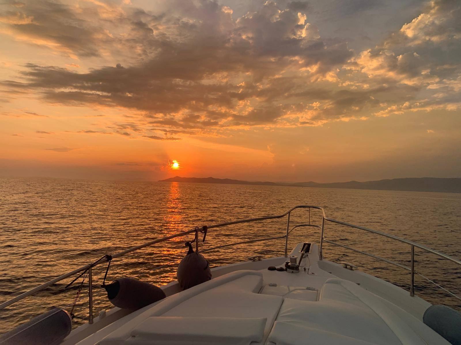 Riviera 3600 Sport  Sun Set on the Bow