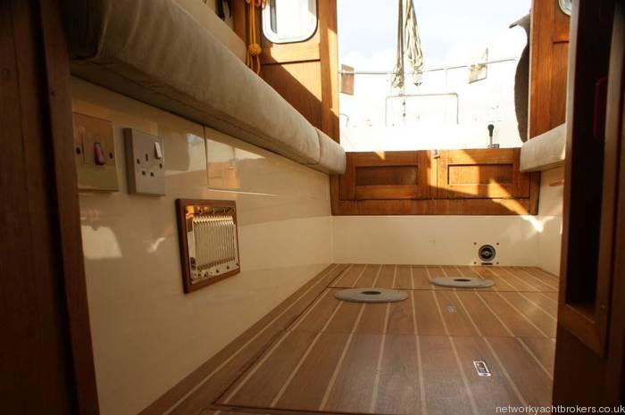 Fisher 31 motor sailor floor