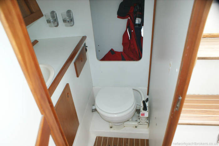 Maxi 1000 for sale in Lymington good size heads with hot water, vanity unit and wet locker