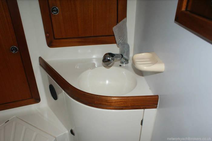 Elan 40 sink and storage