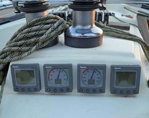 Freedom 35. Raymarine speed, wind indicators