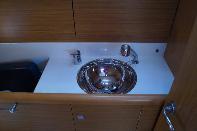 Sun Odyssey 331 sink with shower