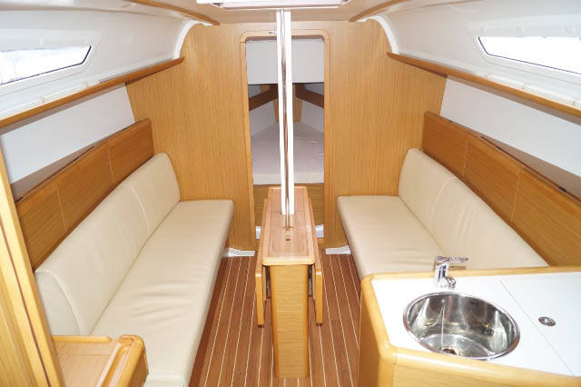 Sun Odyssey 331 saloon table down