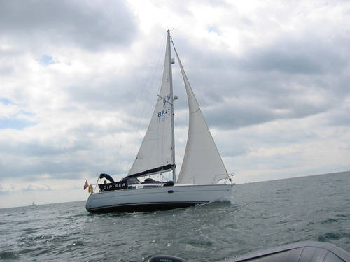 Jeanneau 32ft lift keel yacht for sale in Lymington