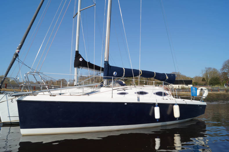 Crystal_808_27ft_Racing_yacht