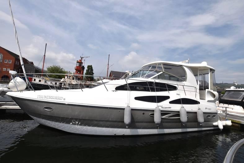 Cruisers_Yachts_455