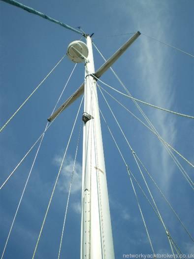 Moody 333 Mast with Radar