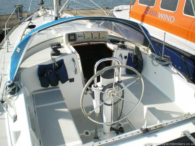 Moody 333 Cockpit