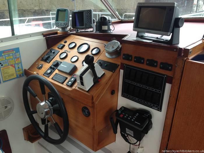 Princess 25 Nav Aids, Dials, Steering