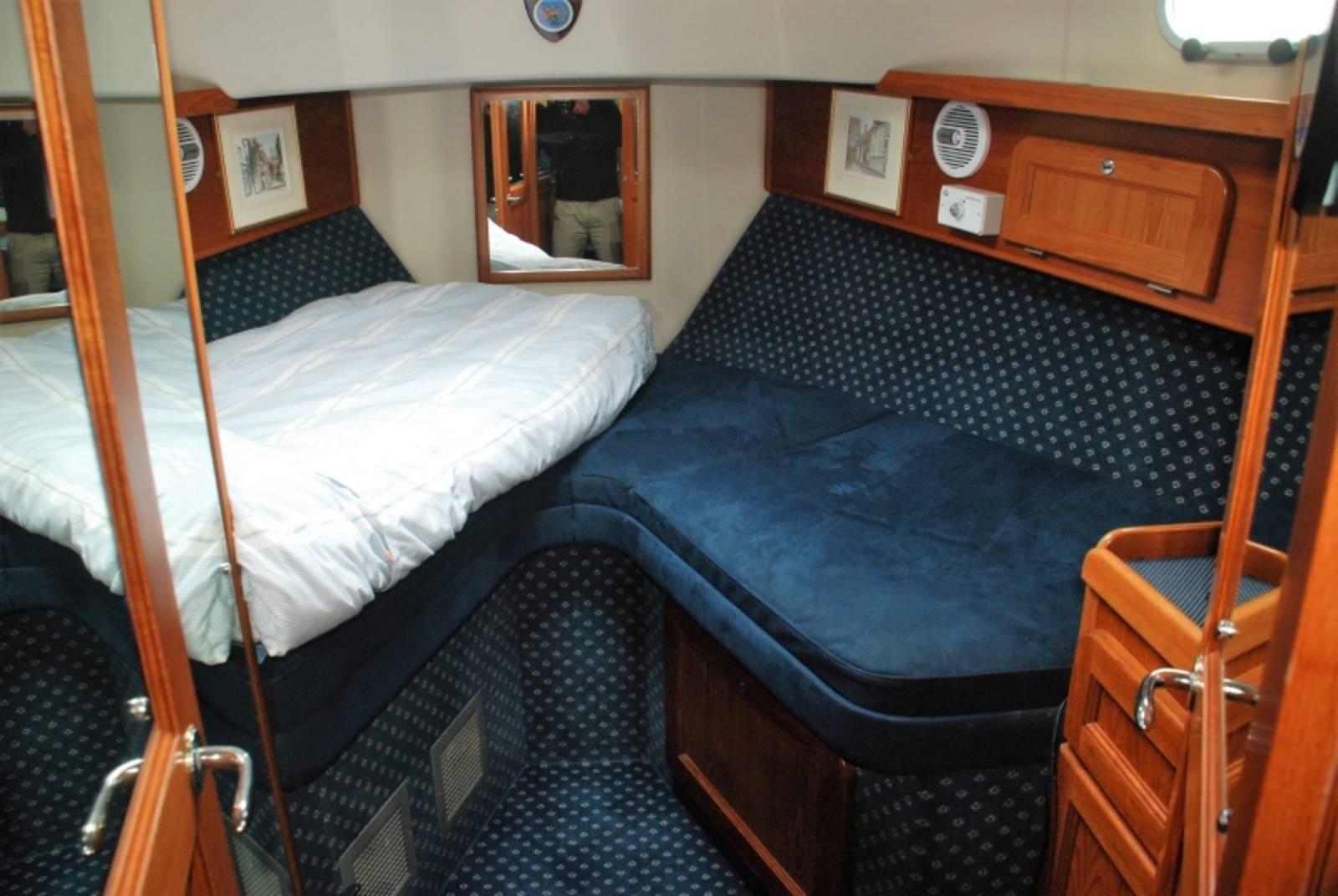 Hardy Commodore 42