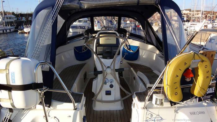Bavaria 30 Cockpit