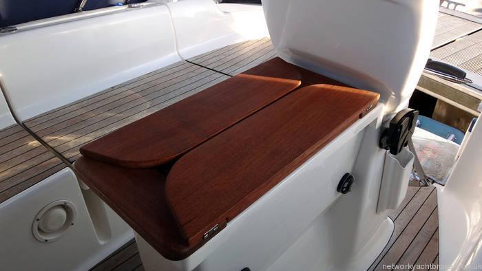 Bavaria 30 Cockpit Table
