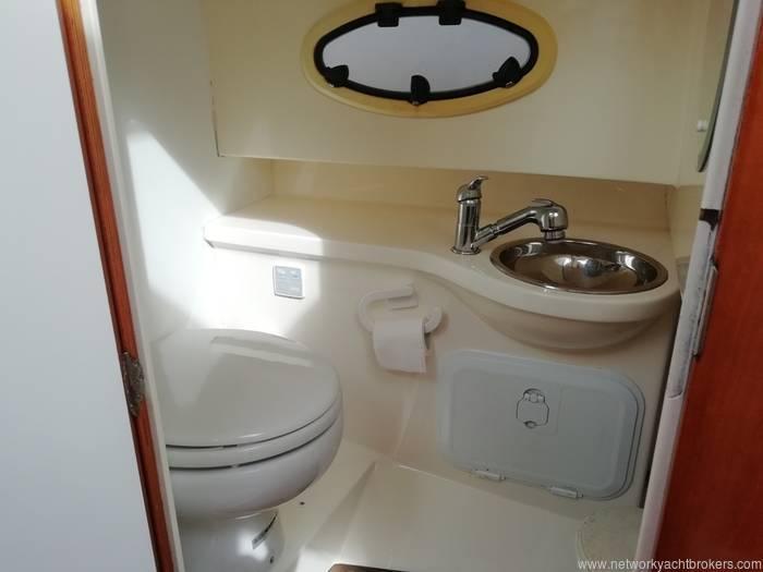 Aquador 25 Cabin