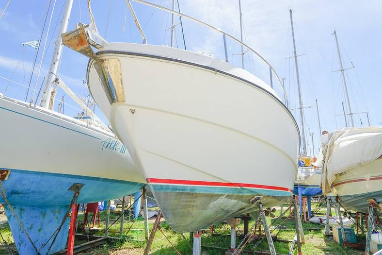 Unclassified_Striking_32_Motor_boat