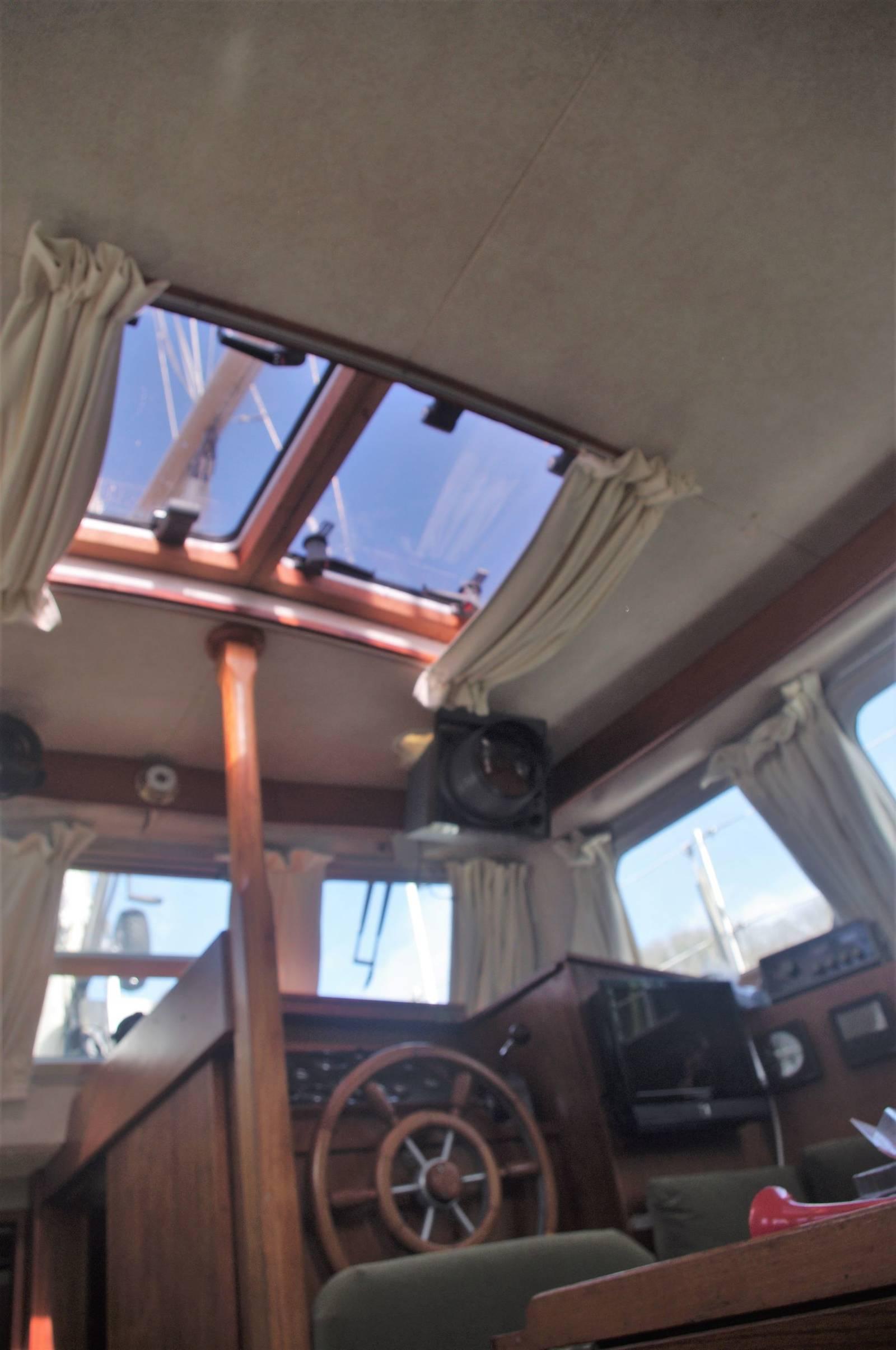 Seastream 34 Ketch For 1980 Sale. Yachts.co Neyland. Tel 01646 602 500