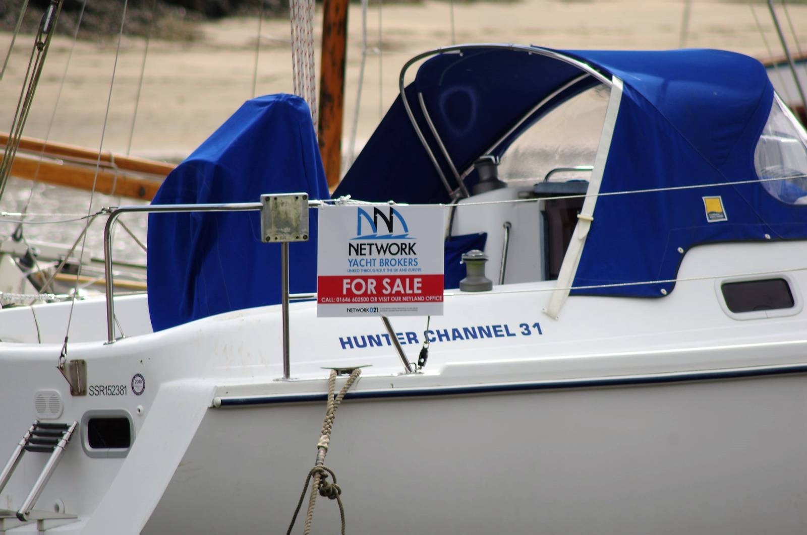 Hunter Channel 31 Yacht For Sale. Yachts.co Neyland Office Tel 01646602500