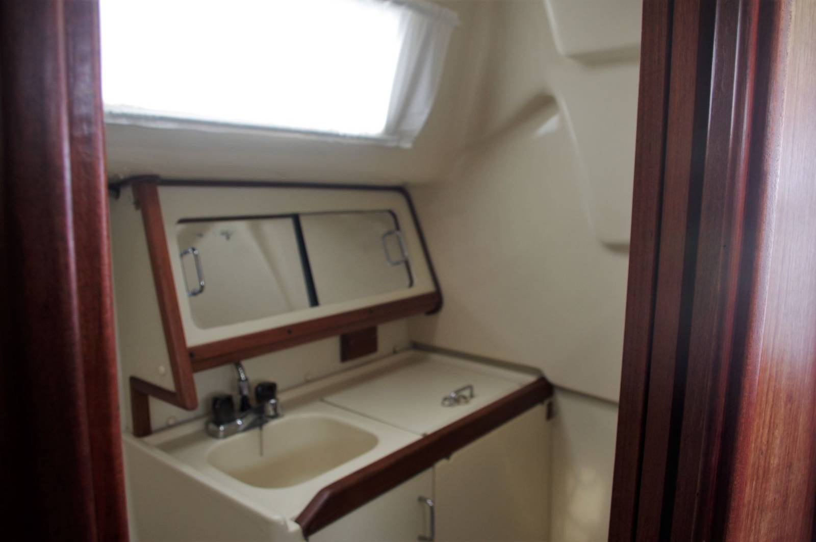Hunter Legend 28 For Sale (1993) Yachts.co Neyland visit: www.yachts.co Call 01646602500