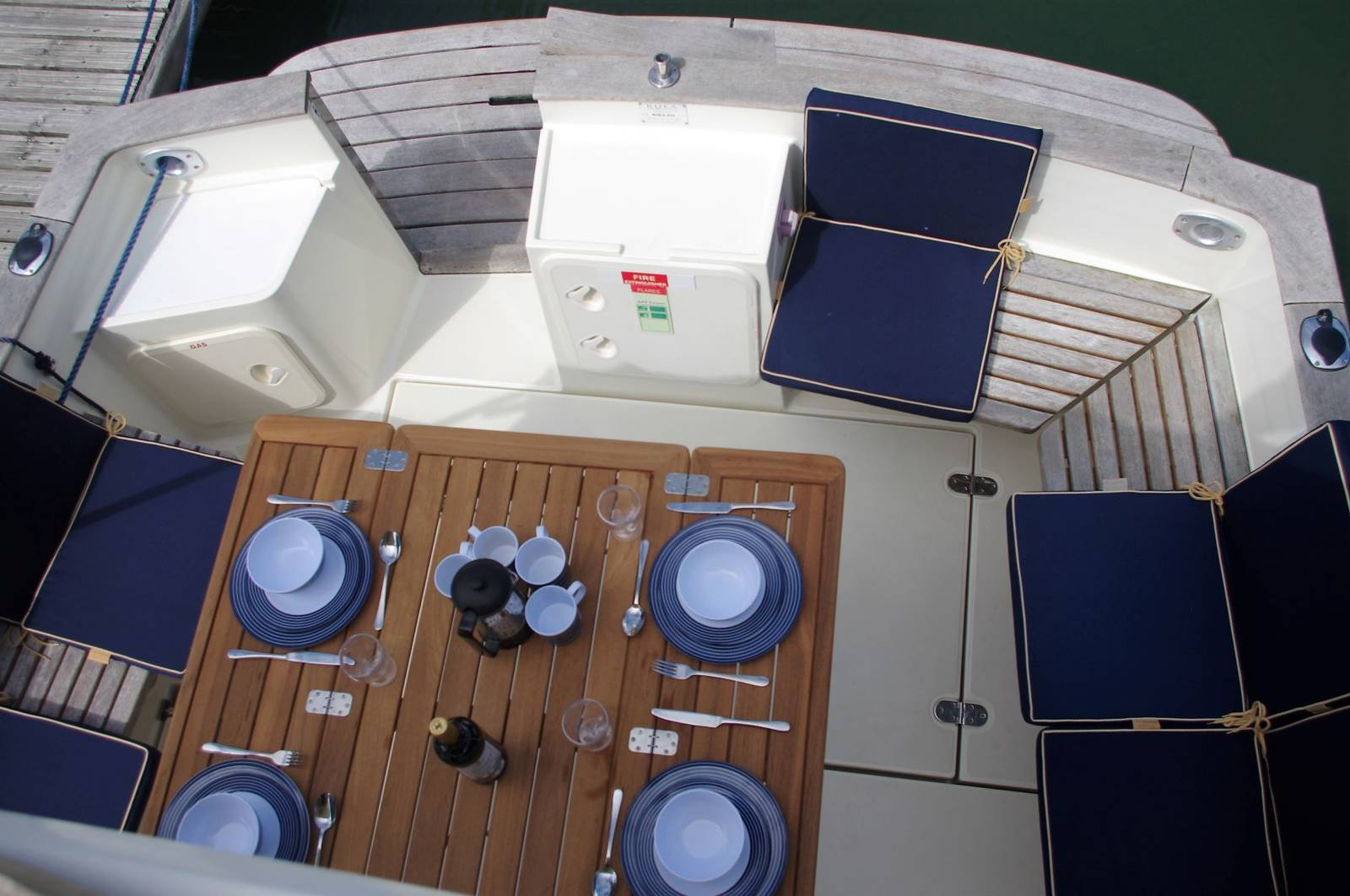 Rhea 850 Timonier (2008) For Sale. www.yachts.co tel: 01646602500 email: neyland@yachts.co Post Code: SA73 1PY
