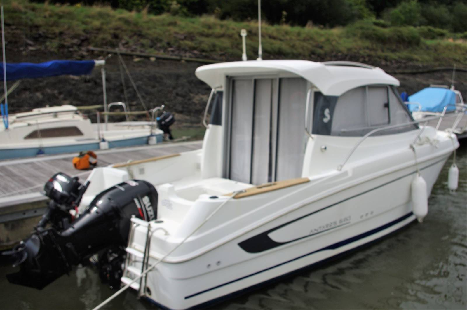 Beneteau Antares 680 For Sale. Yachts.co Neyland SA73 1PY. Call 01646602500 Sports Fisher