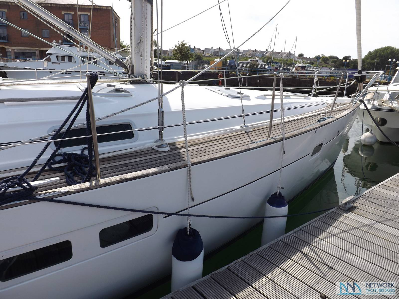Beneteau Oceanis Clipper 411 - Network Yacht Brokers Milford Haven Pembrokeshire 01646 278270 Yachts.co Milford Haven Pembrokeshire 01646 278270 SA73 3AX
