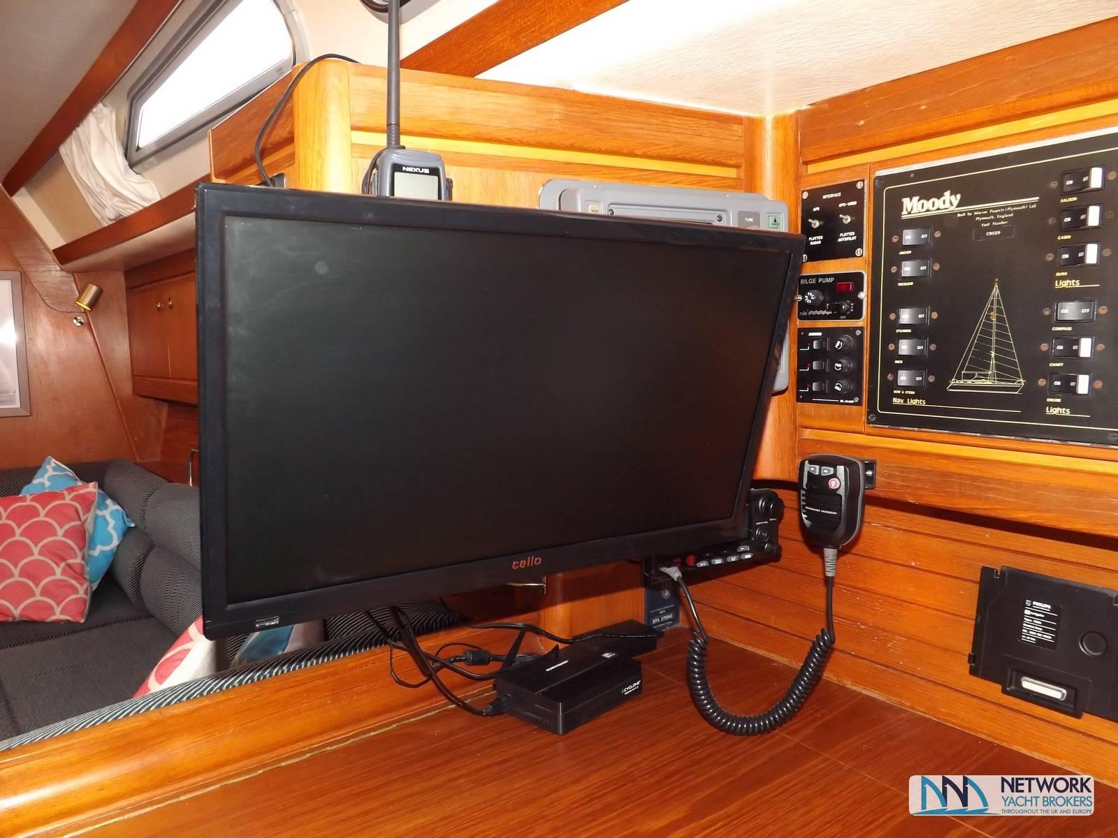 Moody 38CC Network Yacht Brokers Milford Haven Pembrokeshire SA73 3AX 01646 278270 Yachts.co Milford Haven Pembrokeshire SA73 3AX 01646 278270