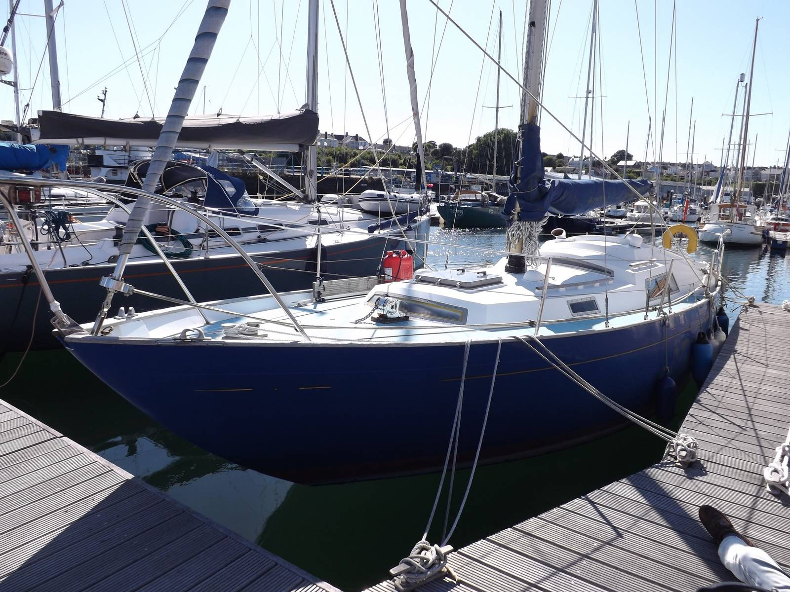 Nicholson 32 - Yachts.co Milford Haven 01646 278270