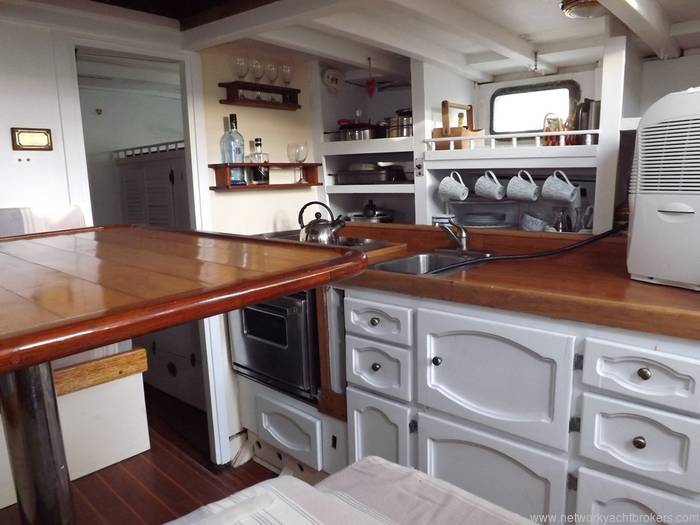 William Garden Pilot House Sailing Yacht Born Free - Network Yacht Brokers Milford Haven