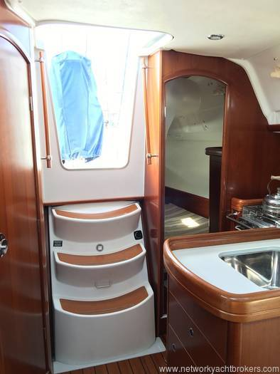 Beneteau Oceanis 323 - Network Yacht Brokers Milford Haven