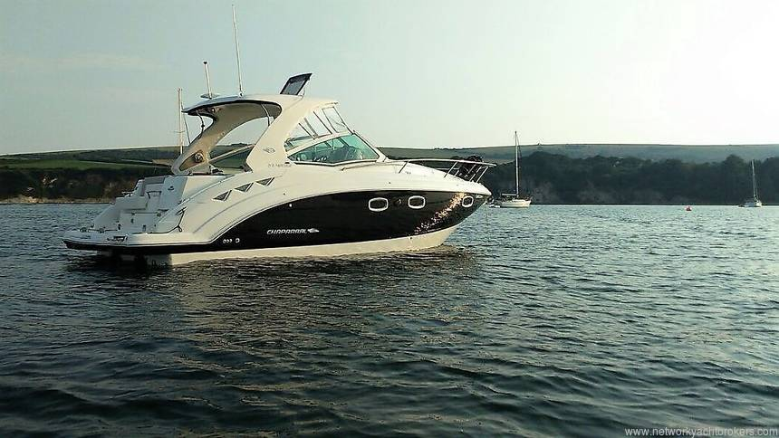 2015 Chaparral 310 Signature Cruiser Starboard Side at Anchor