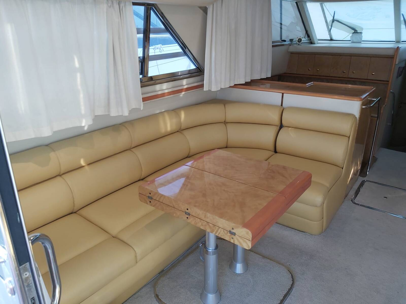 Saloon table Princess Motor Yacht