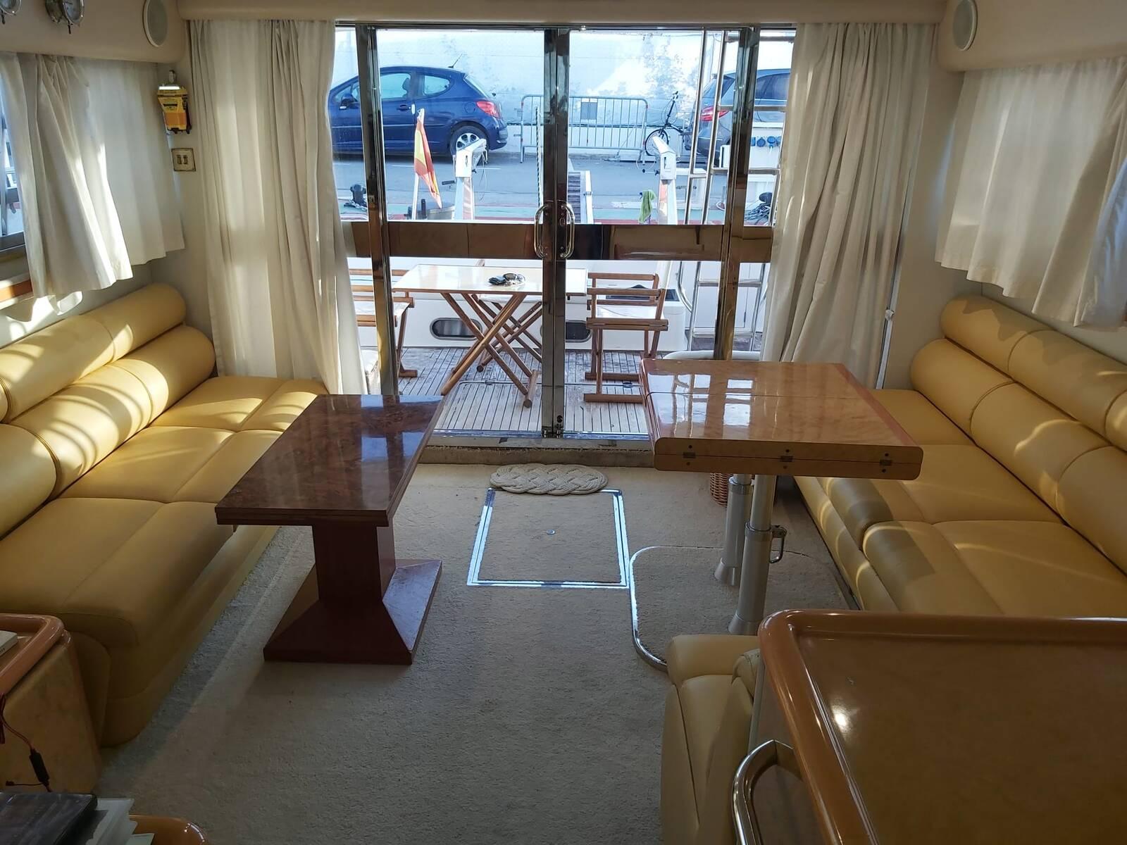 Big lounge Princess Motor Yacht