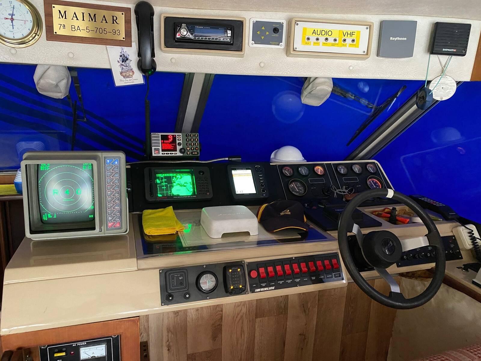 helm2 Fairline sedan Boat for sale