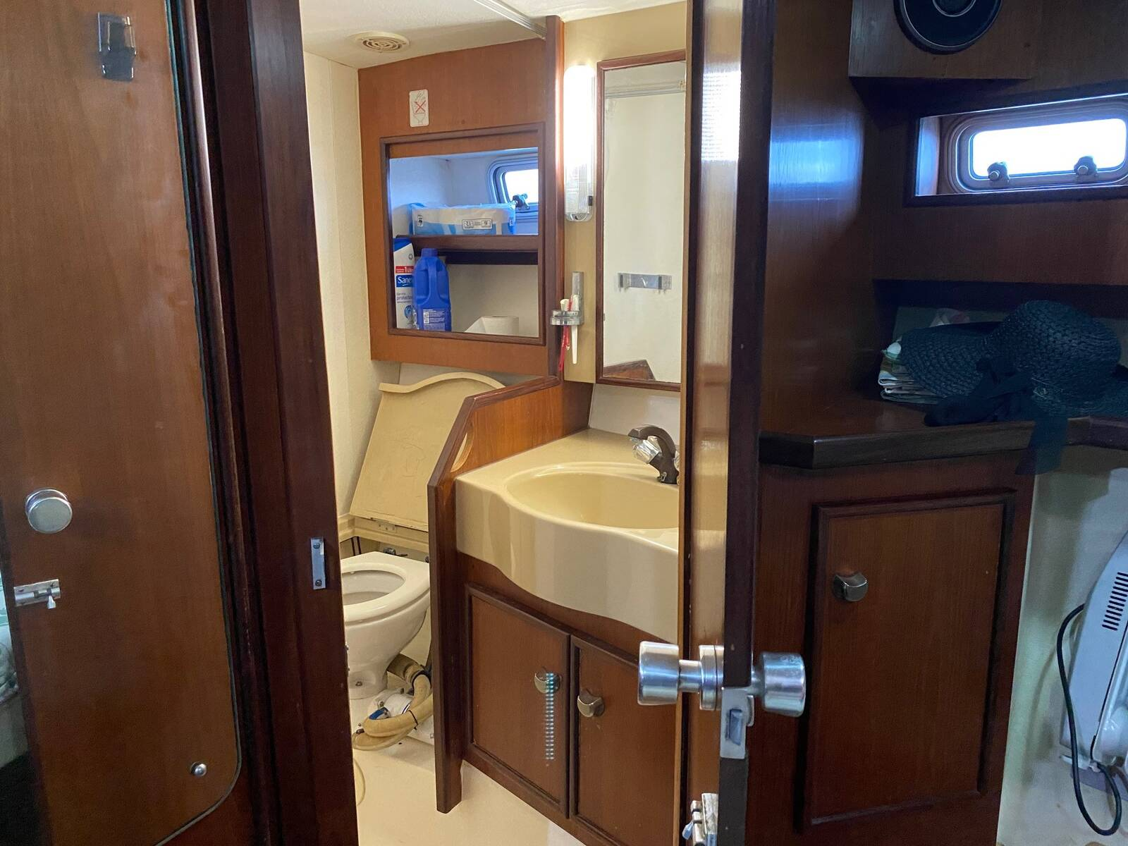 head 2 Fairline sedan Boat for sale