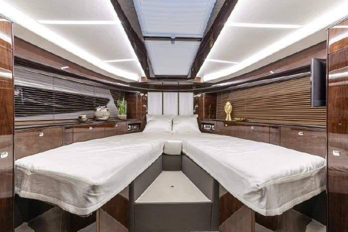 v berth Galeon 400 Flybridge Motor Yacht for sale