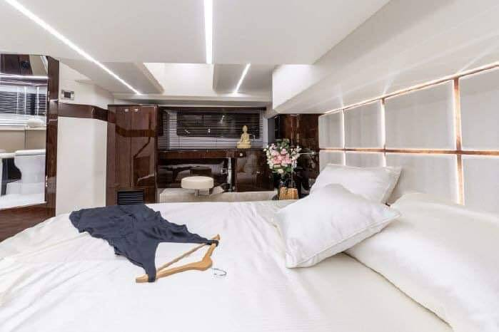 double bed Galeon 400 Flybridge Motor Yacht for sale