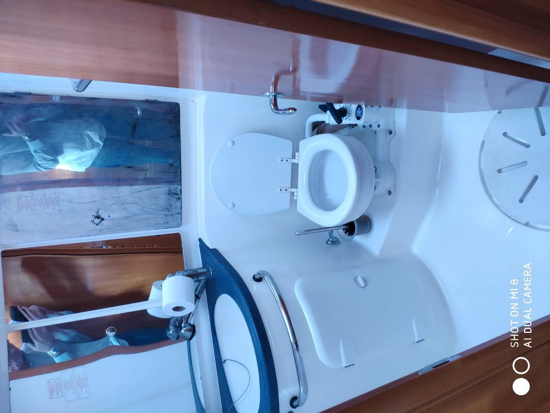 Heads  2 Bavaria 37 Cruiser Yacht for sale