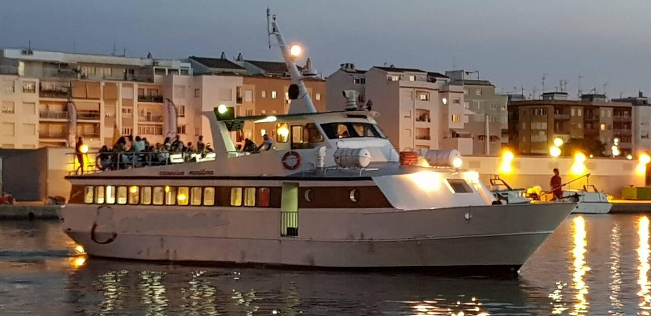 Night Cruise Ship Sightseeing